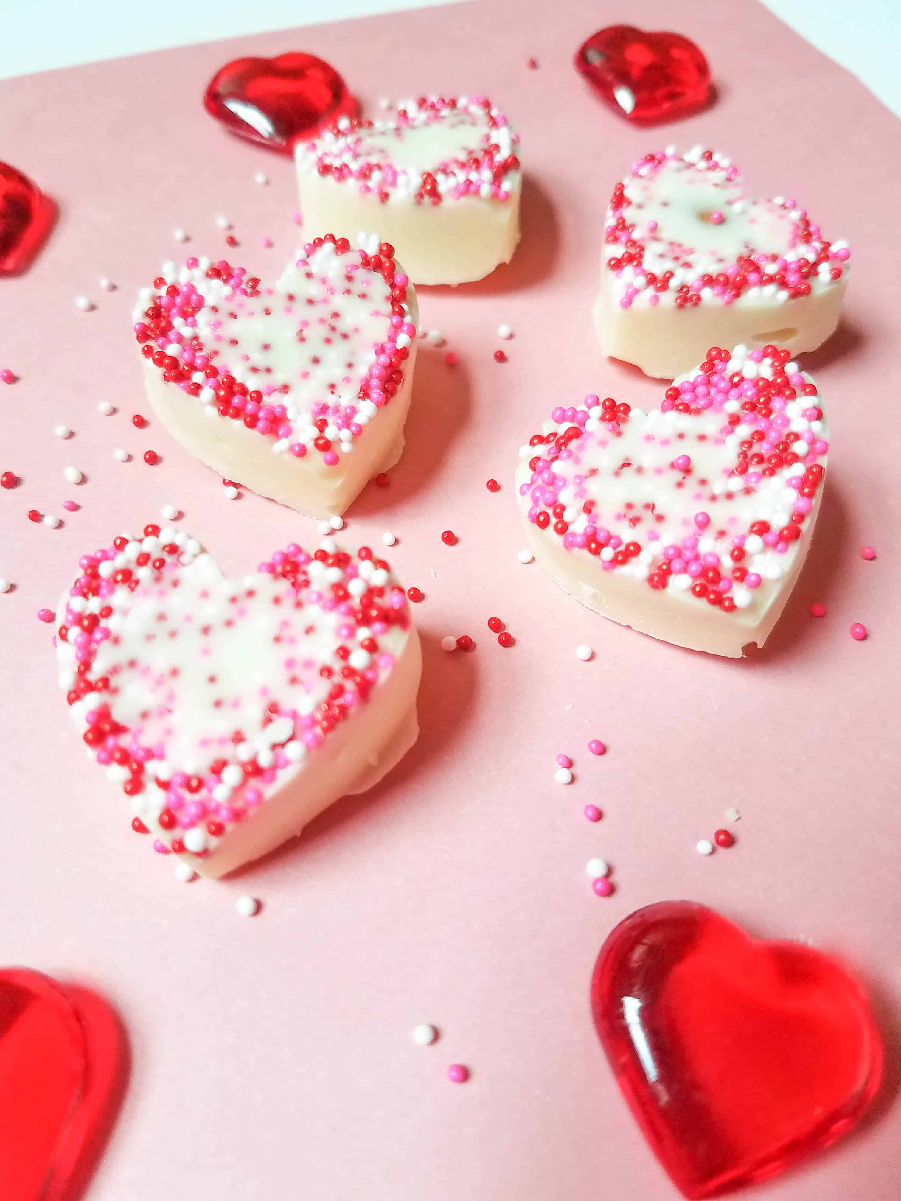 Looking for an easy treat to make for Valentine's day? Check out these adorable white chocolate almond hearts! #valentinesday  #valentines #valentinesdayparty This Valentine's Day Treat is sure to please!
