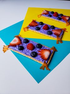Who doesn't love the Aladdin Movie? Check out this super easy magic carpet Disney inspired snack recipe that the kids will love!