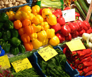 Have you ever gone to the farmer's market thinking you are getting fresh delicious produce?Only to come home and realize it's not as fresh and amazing you had thought it was? Here aresome things you should look for when you are at the farmer's market searching for the freshestproduce.