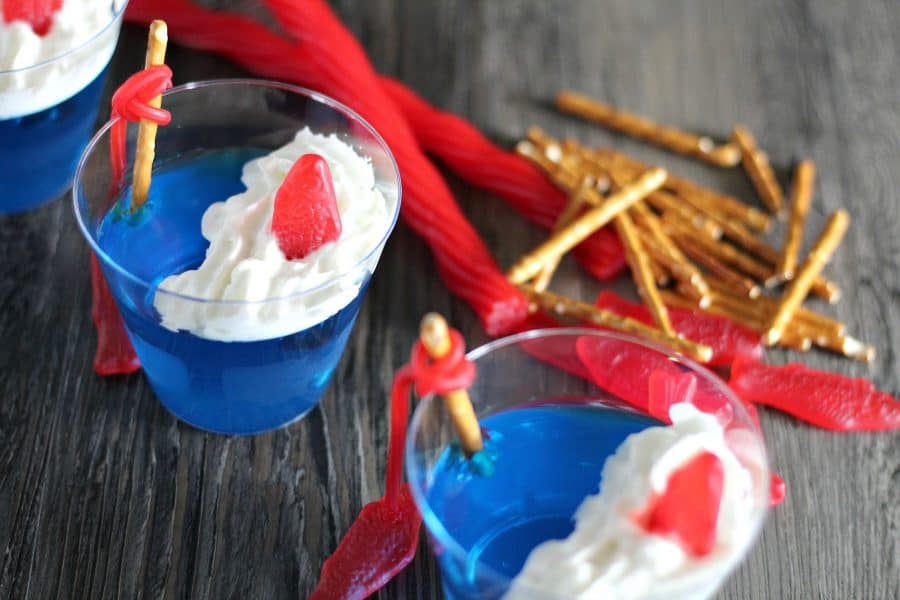 July 4th is a such a fun time because there are so many ways that you can be creative with the food! Check out these 4th of July food ideas!