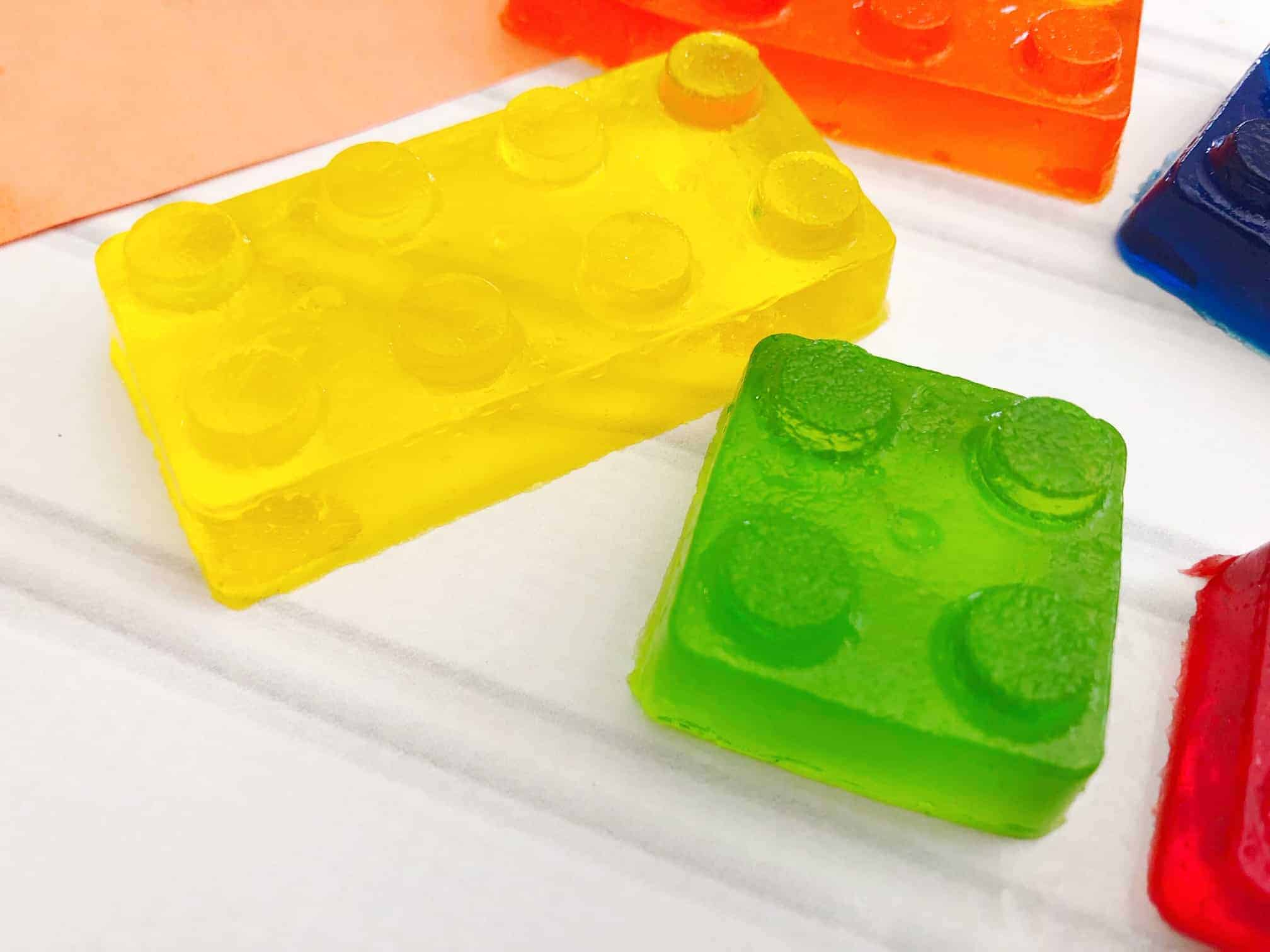 Sometimes it can be hard to figure out how keep kids occupied on rainy days, Click here for some tips to keep kids busy plus an awesome recipe for jello legos!