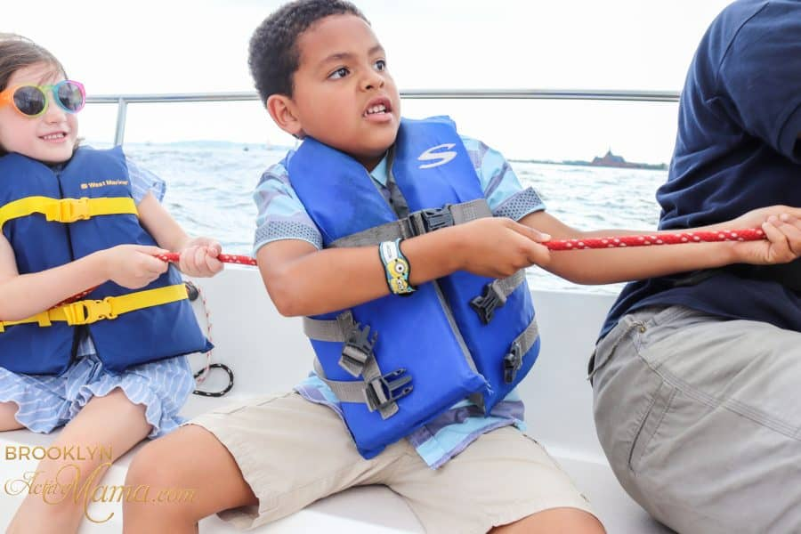 Did you know that your kids can take boating lessons on the Hudson River with North Cove Sailing School? Check out my experience with the kids sail camp!