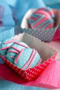 Here are some tips to plan a gender reveal party including theme, food, games and decoration. Learn how to plan a spectacular event for your guests.
