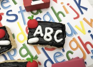 Sharing some amazing back to school traditions for kids and a fun chalkboard rice krispie treat recipe!