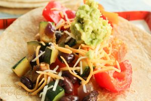 This super easy and healthy vegetarian tacos recipe is perfect for meatless monday! It features (optional) black beans, shittake mushrooms and delicious mexican flavors.