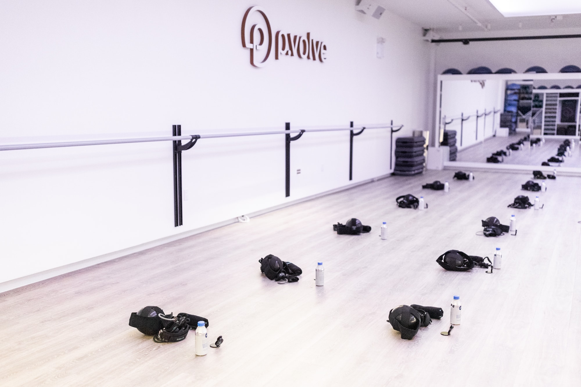 Looking for a workout that would leave you lying on the floor when it's over? Check out the new streaming service from p.volve fitness + a studio workout video! #workout #lowimpact #onlineworkout #resistancetraining