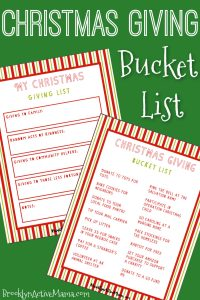 This Christmas Giving Bucket List is filled with tons of modern gift ideas to help you be kind this holiday season! + a fill in the blank activity list! #christmasgiving #holidaygiving #holidaycheer