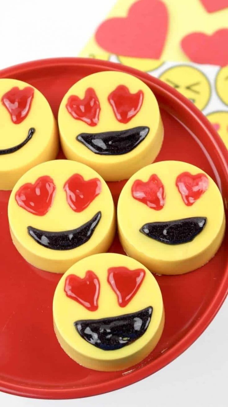Adorable Heart Eyes Emoji Valentine Chocolate Covered Oreos Recipe