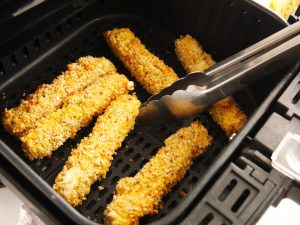 Check out this amazing and healthy homemade air fryer mozzarella sticks recipe that is not only tasty but sure to please! They are delicious without all of the guilt--they use NO OIL and are seasoned to perfection. These Mozzarella sticks get perfectly crispy in your airfryer! #homemade #airfryer #airfryerrecipe #mozzarellasticks #appetizers #snacks