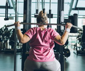 Building muscle for women can be pretty simple if you have the right tools! Here is a 10 step plan that will help you along in your journey! When it comes to building muscle, weight lifting, sleep, hydration and so much more matters! #buildmuscle #strengthtraining #fitnesstips #weightlifitng #bodyweighttraining