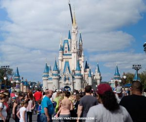 Start your Disney World vacation planning off right with these helpful dos and don'ts regarding your day at the Magic Kingdom. Magic Kingdom is twice the size of Disneyland, so you need a good plan of attack! Check out these tips to make the best of your experience! #magickingdom #disneyparks #disneyworldtips #disneytips