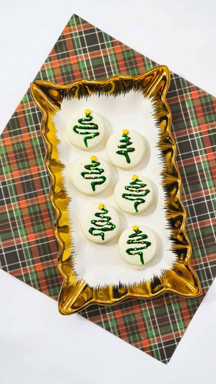 Easy and Festive Christmas Oreos