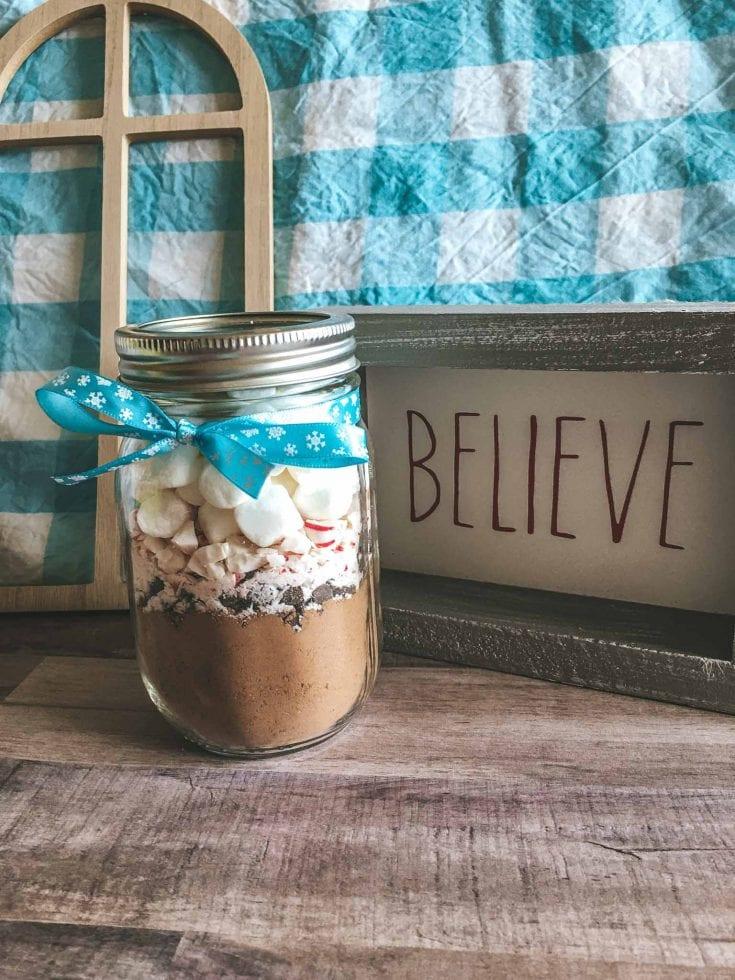 Homemade Hot Chocolate Gift Jars - Easy Christmas Gifts
