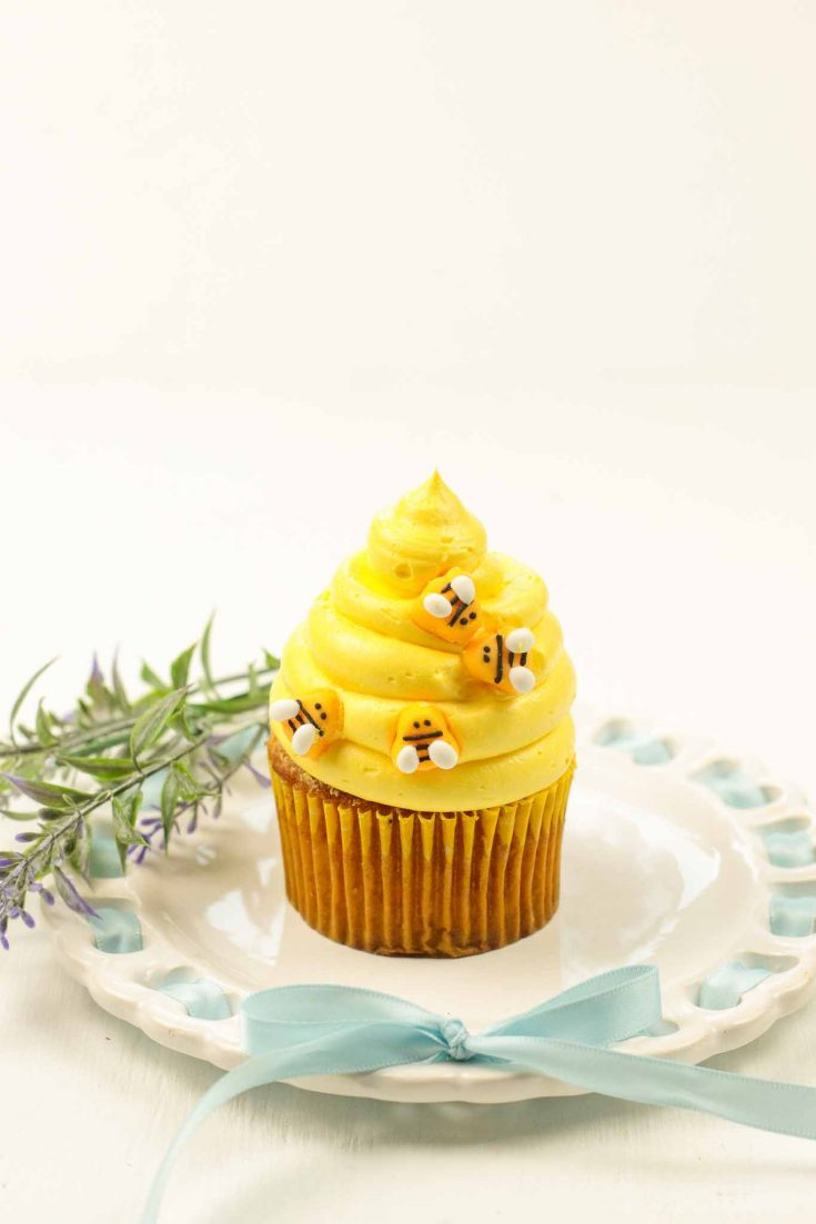 Honey Cinnamon Bumblebee Cupcakes with Cream Cheese Frosting